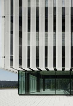 Sede Parque Científico de la UPV by ACXT, Gonzalo Carro, Leioa (Vizcaya), Spain. The main façades on the north and south are composed of a double skin, consisting of a curtain wall on the inner face, and on the outer face, an expanded metal skin with a gateway for immediate maintenance.