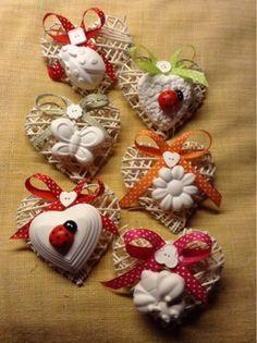 Gessando: Primavereggiando( make hearts with bamboo skewers and polymer clay Disney Diy Crafts, Diy And Crafts, Crafts For Kids, Arts And Crafts, Christmas Wreaths, Christmas Crafts, Christmas Ornaments, Creation Deco, Shabby Chic Christmas