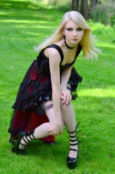 goth-teens-pictures-mature-woman-teaching-teens-to-suck-cock