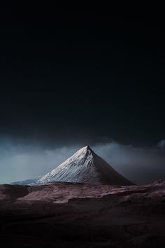 Voici un magnifique travail signé Andy Lee, qui utilise une technique très intéressante dans sa série « Blue Island ». Ces clichés sont réalisés en Islande, avec l'option infrarouge, rendant les paysages infiniment puissants, impressionnants, aux atmosphères moroses et dramatiques.…