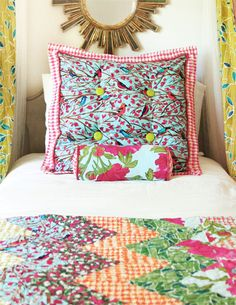 Love the pillow! Especially the lime green buttons.