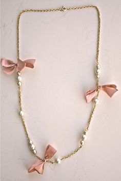 Tutorial to make this cute necklace