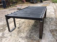 Hermosa mesa de centro fabricada con madera por MaderaYHierro