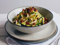 The zucchini spaghetti, combined with lemon sauce, represents the true taste of spring for me. It is a light and wonderful weeknight dinner.