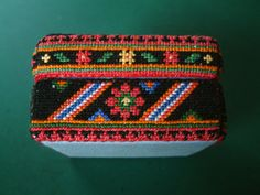 Russian Box. Cross stitch worked on 18-count Aida evenweave fabric. Side detail.