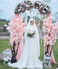 31 Ideas For Wedding Veils Hijab Muslim Brides Wedding Abaya, Pakistani Wedding Dresses, Wedding Veils, Wedding Cakes, Bridal Hijab, Hijab Bride, Muslim Brides, Muslim Couples, Wedding Dressses