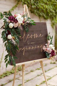 Diy Wedding Decorations, Table Decor Wedding, Rustic Centerpiece Wedding, Wedding Entrance Table, Rustic Wedding Reception, Wedding Table Arrangements, Diy Wedding Crafts, Wedding Chairs, Diy Wedding Bar