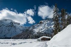 inverno, lago di Braies Val Pusteria Dolomiti, Italia