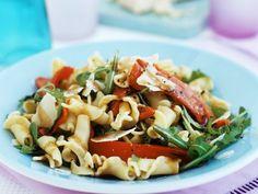 Probieren Sie den leckeren lauwarmen Nudelsalat von EAT SMARTER oder eines unserer anderen gesunden Rezepte!