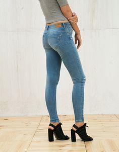 887fb7be9a18 push-up skinny jeans - Woman - Bershka Denmark 275 kn Push Up