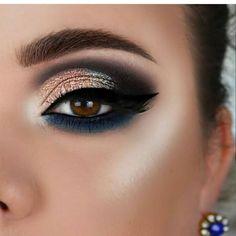60 Fabulous Eye Makeup Ideas For You 2019 hashtags New Year's Makeup, Eye Makeup Tips, Love Makeup, Makeup Videos, Beauty Makeup, Makeup 2018, Makeup Kit, Makeup Steps, Perfect Eyes