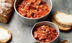 proper baked beans with soda bread Baked Beans On Toast, Homemade Baked Beans, Irish Baked Beans Recipe, Baked Bean Recipes, Homemade Beans On Toast, Savoury Recipes, Uk Recipes, Cooking Recipes, British Recipes