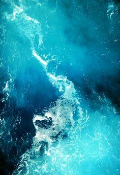 ghettovan:  cocoaaaaa:  Blue Water  no it's grey water     no its yellow water