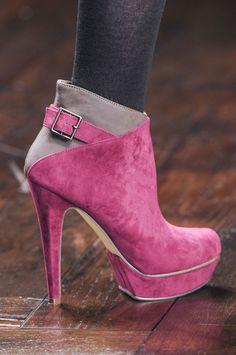 sale retailer c195c 1ed67 Botas De Tacón, Zapatos De Lujo, Zapatos Lindos, Ropa Tumblr, Zapatos  Rosados