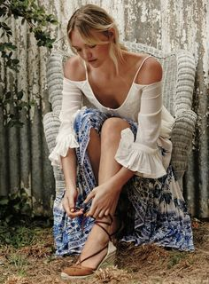 Free People has just unveiled its March 2016 catalog, and the bohemian fashion brand heads down under to Australia for a dreamy story featuring Gemma Ward. Photographed by Greg Kadel for a feature called 'Blue Mountain Baby', Gemma poses in off-the-shoulder dresses and maxi-length skirts with airy silhouettes. The shoot spotlights styles from Free People's …