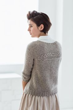 Thanks gabibaalmann for this post.Coda by Olga Buraya-Kefelian, part of Brooklyn Tweed Wool People 7 collection One seam pullover with interchangeable front and back. Sweater Knitting Patterns, Knit Patterns, Hand Knitting, Vogue Knitting, Cardigan Pattern, Stitch Patterns, Crochet Chain, Knit Crochet, Crochet Granny