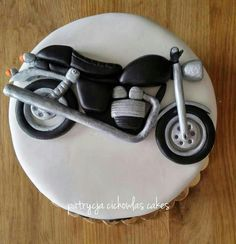 motorcycles - Cake by Hokus Pokus Cakes
