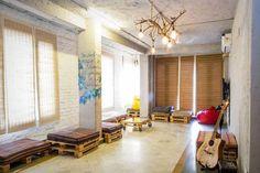 The Best Hostels in India From Varkala to Varanasi Cheap Air Tickets, Cosy Room, Book Cheap Flights, Quirky Decor, New Delhi, Delhi Ncr, Cheap Hotels, Varanasi, Hostel