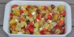 Suveræn opskrift på kold græsk kartoffelsalat med bl.a. feta, peberfrugt og en rigtig god dressing.