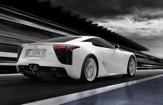 Lexus LFA, un coupé deportivo de #Lexus con 500 caballos de fuerza inspirado en el sonido de propulsores y utilizando los mismos pistones que son utilizados en motores de carreras, un clásico de los súper deportivos.  #HighLifeStyle