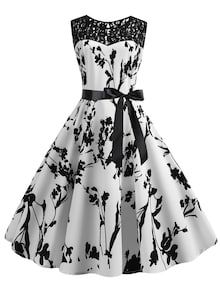 To find out about the Lace Panel Floral Print Circle Dress at SHEIN, part of our latest Dresses ready to shop online today! Robes Vintage, Vintage Dresses, Dress Outfits, Fashion Dresses, Cute Outfits, Dress Clothes, Pretty Dresses, Beautiful Dresses, Beautiful Shoes