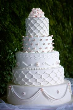 Editor's Pick: Stunning Wedding Cakes with Exquisite Details from Ms B's Cakery. To see more: http://www.modwedding.com/2014/09/14/stunning-wedding-cakes-with-exquisite-details-from-ms-bs-cakery/ #wedding #weddings #wedding_cake