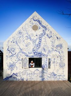 Chef Victor Phillips looks out of the window in the wall of the restaurant that features a blue-and-white tiled mural, the Bosjes Tree of Life, created by Lucie de Moyencourt and Michael Chandler. Deco Restaurant, Restaurant Interior Design, Tile Murals, Mural Art, Bar Tile, Diy Outdoor Bar, White Wall Tiles, Diy Bar, Tap Room