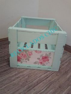 caja chic Manualidades Shabby Chic, Fun Crafts, Diy And Crafts, Shabby Chic Crafts, Altered Boxes, Wooden Crates, Crafty Craft, Painting On Wood, Decoupage