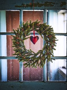 SMYCKA krans. Just love this...especially with the red heart! Will have to do this next Christmas!