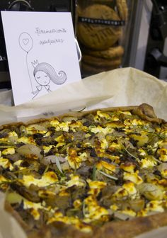 Karamellisoitu sipuli-sienipiiras © Hanna Stolt | Gurmee.net