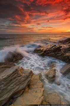 God's Artwork by Alfonso Morabito Beautiful Moon, Life Is Beautiful, Cool Pictures, Beautiful Pictures, Hawaiian Sunset, Wild Waters, Sea Dream, Autumn Photography, Beach Scenes