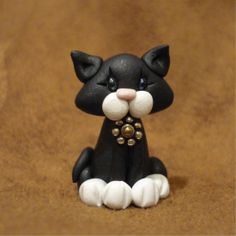 Miniature Black Kitty Cat Figure Polymer Clay via Etsy Shadows of Sylvester. Fimo Polymer Clay, Crea Fimo, Polymer Clay Figures, Polymer Clay Animals, Polymer Clay Miniatures, Polymer Clay Projects, Polymer Clay Creations, Fondant Figures, Clay Cats