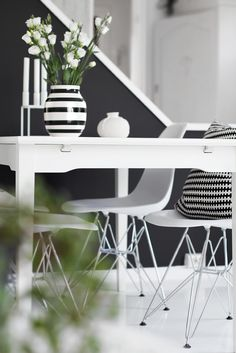 Via Stylizimo | Black and White | Eames Chairs | By Lassen Kubus