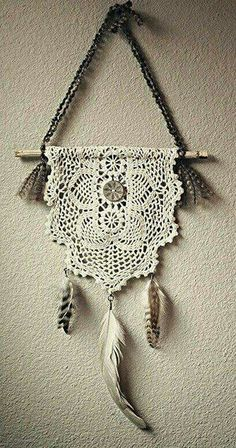 Atrapasueños en crochet - Ideas geniales ⋆ Manualidades Y DIY Crochet Diy, Crochet Home, Crochet Doilies, Crochet Ideas, Doily Dream Catchers, Doily Art, Diy And Crafts, Arts And Crafts, Doilies Crafts