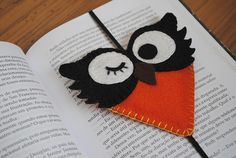 marcador de livro - Pesquisa Google Felt Bookmark, Bookmark Craft, Creative Bookmarks, My Bookmarks, Book Markers, Page Marker, Origami And Kirigami, Pencil Toppers, Owl Crafts