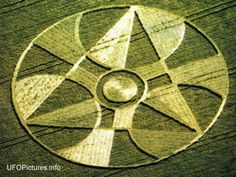 Are the Crop Circles Illuminati Symbolism? What Are Crop Circles, Reiki Angelico, Nazca Lines, Labyrinth, Mysterious Places, Alien Art, Ancient Mysteries, Circle Design, Circle Art