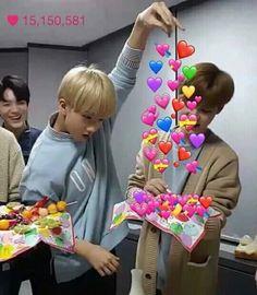 Funny Kpop Memes, Kid Memes, Heart Meme, Cute Love Memes, Nct Life, Jisung Nct, Mark Lee, Wholesome Memes, Meme Faces