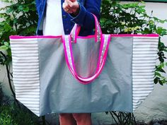 Gigant-o-bag www.at Stow, carry and love it O Bag, Pouches, Carry On, Totes, Fashion, Moda, Hand Luggage, Fashion Styles, Carry On Luggage