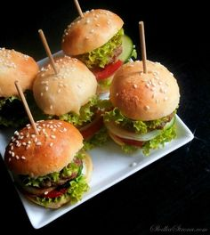 Finger Food Appetizers, Appetizer Recipes, Mini Hamburgers, Milanesa, Salmon Burgers, Catering, Food And Drink, Cooking Recipes, Meals