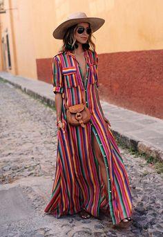 - Foto 1 - Vestidos, faldas, zapatos, pantalones estilo 'track pants'... todas las prendas que reflejan esta fiebre multicolor
