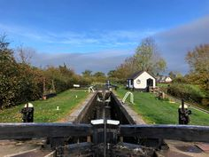 I'm Dan Brown and Sort Of Interesting has been my online home for over 6 years! I try to live an active lifestyle and enjoy spending a lot of time wandering . Canal Boat, Life Video, Narrowboat, Live Your Life, Sorting, 6 Years, The Great Outdoors, Picture Video, In This Moment
