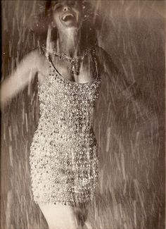 MELINA MERCOURI VOGUE DECEMBER 1962 BERT STERN
