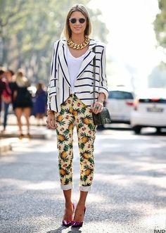 Jessica Weber calça estampa abacaxi look outfit blusa listrada combinação de estampas