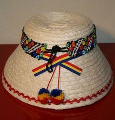 Clop maramuresan pe rosu, de la Sapanta, cu margele Traditional Art, Hungary, Romania, Projects To Try, Hats, Dekoration, Hat, Hipster Hat