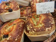 Tomat o basilika bröd med oliver och ost. Helgens special #bröd.