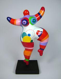 Afbeeldingsresultaat voor naar de nana's van niki the saint phalle Art Sculpture, Pottery Sculpture, Pottery Art, Paper Mache Crafts, Quilling Paper Craft, Ceramic Painting, Ceramic Art, Plus Size Art, Land Art