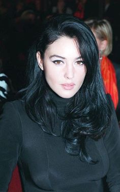 Monica Bellucci discovered by gomar on We Heart It Monica Bellucci Joven, Monica Bellucci Young, Monica Belluci, Beautiful Female Celebrities, Beautiful Actresses, Most Beautiful Women, Bond Girls, Italian Actress, Hollywood Fashion