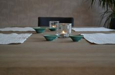 """detail of the new wooden dining table from Blanc d´Ivoire, wallpaper """"Anise"""" from Sanderson"""