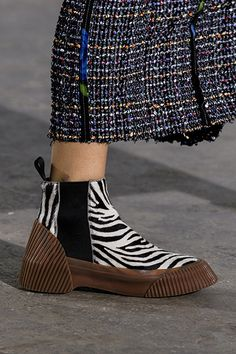 Phillip Lim at New York Fashion Week Fall 2018 - Details Runway Photos Phillip Lim, Sock Shoes, Shoe Boots, Plastic Shoes, Paris Mode, Autumn Fashion 2018, All About Shoes, Fall Shoes, Ballerinas
