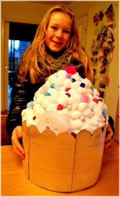 Afbeeldingsresultaat voor surprise cupcake van karton Diy For Kids, Crafts For Kids, Cupcake Crafts, Large Cupcake, Valentine Box, Santa Gifts, Party Props, Little Gifts, Craft Gifts